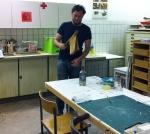 István Czákány in der Druckwerkstatt des Internationalen Künstlerhauses Schwandorf